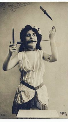 vintage antique antique photo carnival circus act freakshow knives Carnaval Vintage, Circus Vintage, Old Circus, Night Circus, Vintage Carnival, Vintage Circus Performers, Circus Art, Circus Theme, Dark Circus