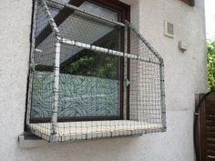 Dank der ausgereiften Montagetechnik ist das anbringen ohne bohren möglich. Auch kann das Fenster weiterhin normal  geschlossen werden.
