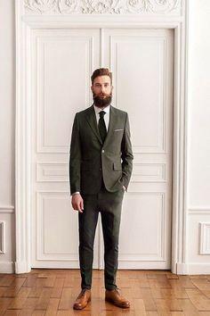 2015-02-01のファッションスナップ。着用アイテム・キーワードはスーツ(シングル), ドレスシューズ, ネクタイ, ポケットチーフ, 白シャツ,etc. 理想の着こなし・コーディネートがきっとここに。  No:87354
