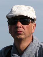 Steffen Engelmann ist Diplom-Finanzwirt, hat sich als Anlageberater qualifiziert und schreibt in seiner Freizeit. Er ist seit 1991 als Versicherungsfachmann tätig und gründete 2007 sein eigenes Unternehmen. Seitdem ist er Spezialist für Vermögenssicherung und Vermögensaufbau und kann dadurch seine Träume realisieren.