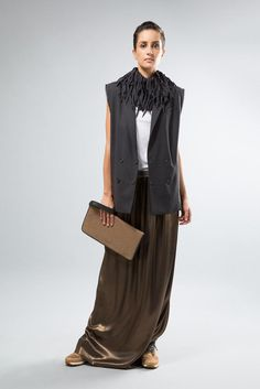 Brunello Cucinelli Spring 2015 Ready-to-Wear - Collection - Gallery - Look 5 - Style.com. Metallic lamé floor-dragging skirt.