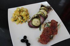 Saltimbocca, courgette uit de oven met rozemarijn en gebakken aardappeltjes met koriander.