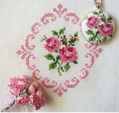 This Pin was discovered by Esr Just Cross Stitch, Beaded Cross Stitch, Cross Stitch Borders, Cross Stitch Flowers, Cross Stitch Designs, Cross Stitching, Cross Stitch Embroidery, Embroidery Patterns, Cross Stitch Patterns