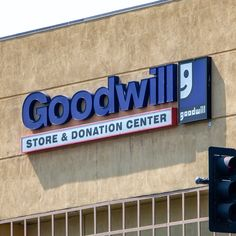 When you're thinking thrifty, you gotta know what's a steal and what's junk. Here are some valuable things to look for at Goodwill. Goodwill Finds, Thrift Store Finds, Goodwill Clothes, Thrift Stores, Restore Cast Iron, Pink Pyrex, Plastic Pumpkins, Clown Faces, Ball Jars