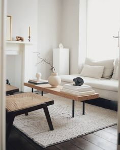 Home Decoration Ideas Interior Design .Home Decoration Ideas Interior Design Living Room Bench, Living Room Colors, Home Living Room, Interior Design Living Room, Living Room Designs, Living Room Decor, Minimal Bedroom Design, Classy Living Room, Bedroom Decor
