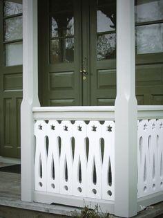 Exterior Paint, Exterior Design, Snowball Viburnum, Us White House, Swedish Cottage, Flower Bar, Chinese Flowers, Small Shrubs, Shrub Roses