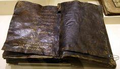Con grande costernazione del Vaticano, è stata trovata in Turchia, una Bibbia avente circa 1500-2000 anni, attualmente esposta nel Museo Etnografico di Ank