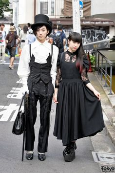 Gothmura and Ayaca are two 19-year-old fashion students. #vanitytours Dark Harajuku Street Styles w/ Top Hat