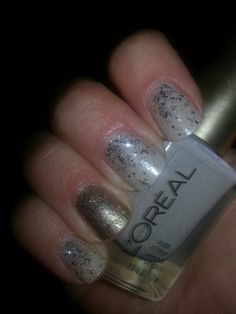 Base - L'oreal Walk on the Beach :: Accent base - L'oreal Because You're Worth It :: Glitter coat - L'oreal Sparklicious