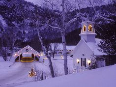 little church in Yosemite. Christmas church Country Church, Pagosa Springs CO Christmas Scenes, Noel Christmas, Country Christmas, Winter Christmas, Christmas Lights, Purple Christmas, Christmas Music, Outdoor Christmas, Christmas Decorations