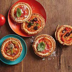 Individual Deep-Dish Pizza | Williams-Sonoma Mini Pie Recipes, Pizza Recipes, Gourmet Recipes, Microwave Recipes, Meatloaf Recipes, Sandwich Recipes, Breville Pie Maker, Deep Dish Pizza Recipe, Tartelette