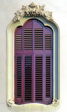 - Balmes 050 g Barcelona - Balmes 050 g. Architect: Enric Sagnier i VillavecchiaBarcelona - Balmes 050 g. Architect: Enric Sagnier i Villavecchia Cool Doors, Unique Doors, Ventana Windows, Window Styles, Window View, Through The Window, Window Boxes, Closed Doors, Beautiful Buildings