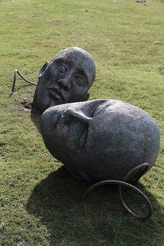 Make a Ferrocement Stone Face – Ultimate Paper Mache Paper Mache Clay, Paper Mache Sculpture, Sculpture Art, Garden Sculptures, Steel Sculpture, Cement Art, Concrete Art, Fake Rock, Concrete Sculpture