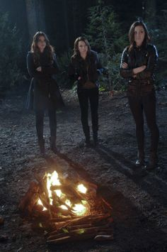 Still of Phoebe Tonkin, Jessica Parker Kennedy and Shelley Hennig in The Secret Circle