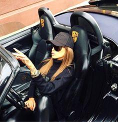 ✦⊱ɛʂɬཞɛƖƖą⊰✦ Car Girls, Guys And Girls, Millionaire Lifestyle, Luxury Lifestyle, Woman In Car, Lady Ann, Porsche Models, Ferdinand Porsche, Porsche Boxster