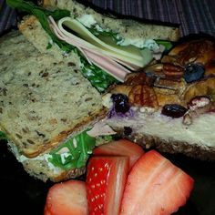 Good Morning  #selbstgemacht#proteinbread#strawberries#saudavel#healthyfood#protein#fitnessgirl#fitmom#power#breakfast#lowcarb#rucola#powerbreakfast by cara_lindinha