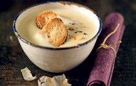 Certes, ce n'est pas une recette fantastique pour garder une haleine fraîche, mais cette soupe à l'ail est délicieuse et vous réchauffera cet hiver !