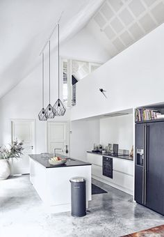 Lovely white kitchen with black details, and high ceilings. Very spacious and light!