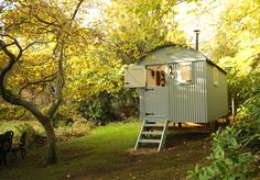 Garden Shed Colours Shepherds Hut 55 Ideas Glamping, Porches, Garden Huts, Garden Cabins, Period Living, Shed Colours, Shepherds Hut, She Sheds, Little Houses