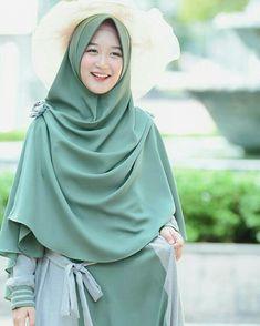 @kayla.nadira_ahmedzamzamzam Casual Hijab Outfit, Hijab Chic, Niqab Fashion, Muslim Fashion, Hijabi Girl, Girl Hijab, Kebaya Modern Hijab, Hijab Gown, Muslim Dress