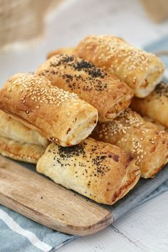 Thermomix Cheesy Chicken & Corn Savoury Rolls - the perfect alternative to sausage rolls (these are completely sausage mince free! Kraft Foods, Kraft Recipes, Easy Recipes, Lunch Box Recipes, Picnic Recipes, Lunch Ideas, Puff Pastry Recipes, Cheesy Chicken, Chicken Sausage Rolls