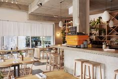 Restaurant Visit: Communal Tables and Biodynamic Wines at Rawduck in Hackney: Remodelista
