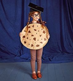 Your kids will love this funny, punny costume. Get instructions to make this graduation-ready cookie.