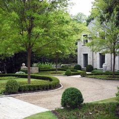 Top 60 Best Driveway Landscaping Ideas - Home Exterior Designs From lush greenery to well-maintained flower beds and hedges, discover the top 60 best driveway landscaping ideas. Explore unique home exterior designs. Circle Driveway Landscaping, Boxwood Landscaping, Driveway Paving, Driveway Design, Boxwood Hedge, Circular Driveway, Backyard Landscaping, Landscaping Ideas, Paving Ideas
