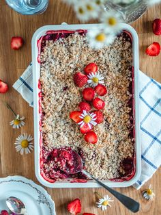 Mansikka-murupaistos - Helppo mökkiohje (Ve) Most Delicious Recipe, Sweet Pie, Pie Recipes, Smoothie, Oatmeal, Food And Drink, Yummy Food, Baking, Breakfast