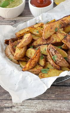 Crispy, Baked Potato Wedges with Rosemary and Garlic make a healthy and delicious side dish. Potato Side Dishes, Best Side Dishes, Vegetable Side Dishes, Side Dish Recipes, Veggie Recipes, Cooking Recipes, Potato Recipes, Thm Recipes, Crispy Baked Potato Wedges