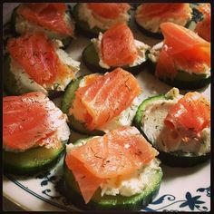 Lox & Cream Cheese Bites Sliced Cucumber (OR serve atop a bagel cracker!) - Reduced Fat Cream Cheese mixed with some dill, garlic salt, and onion powder to taste Topped with lox Diet Recipes, Cooking Recipes, Healthy Recipes, Diet Tips, Lox Recipe, Comidas Light, Healthy Snacks, Healthy Eating, Clean Eating