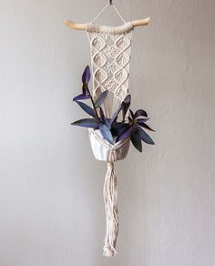 love this for the entrance on the wall. Macrame Design, Macrame Art, Macrame Projects, Macrame Knots, Macrame Wall Hanging Patterns, Macrame Patterns, Macrame Plant Holder, Wall Accessories, Hanging Plants