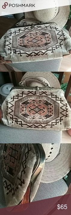 c70545d31d Vintage beautiful handbag Great condition made out of heavy fabric no signs  of wear also comes