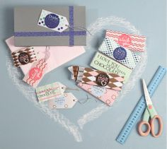 Print, cut and fold your way to these cute chocolate wrappers for Valentine's Day. Cute Gifts, Gift Tags, Free Printables, Valentines Day, Crafts For Kids, Card Making, Scrapbook, Chocolate, Fun