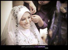 pretty muslim bride