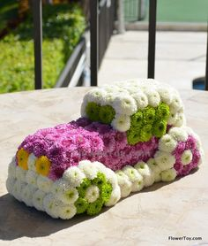 This Car arrangement is made of fresh flowers and looks like your favorite toy. Floral Foam, Floral Cake, Arte Floral, Flower Cake Design, Flower Designs, Floral Design, Funeral Bouquet, Funeral Flowers, Unique Flower Arrangements