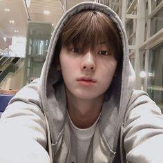 Nu Est Minhyun, First Boyfriend, Cute Asian Guys, I Dont Understand, Fandom, Smile Everyday, Kim Yugyeom, Reasons To Smile, Pledis Entertainment