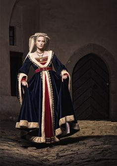 Late medieval - International Gothic Style (maybe a bit of transitional style to early Renaissance? Mode Renaissance, Costume Renaissance, Medieval Costume, Renaissance Fashion, Medieval Dress, Medieval Clothing, Steampunk Clothing, Steampunk Fashion, Historical Costume