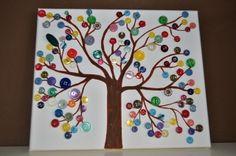 Knoflíkový strom na plátně knoflíkový strom na plátně, malovaný a lepený... krásně barevný, na zeď na pověšení :-) velikost plátna 25*30 cm