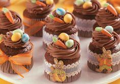 Outra versão bacana do cupcake de cenoura é o que leva cobertura de chocolate e açúcar mascavo na massa.