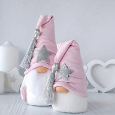 icu ~ Scandinavian Nordic Gnome® MINI/MIDI, Handmade Swedish Tomte, Nordic Home Decoration, Fun Gift Idea Pink Christmas Decorations, Christmas Crafts To Sell, Christmas Gnome, Christmas Art, Christmas Projects, Creations, Craft Art, Art Work, Oriental Dress