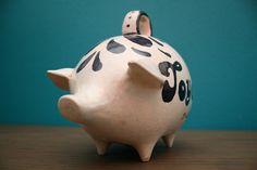 Home made piggy bank. Your favourite piggy bank: http://www.helpmetosave.com/2012/02/piggy-bank/