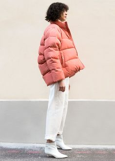 """#newarrivals #puffycoat #coral #pink #cocoon #cropped #pufferjacket #thefrankieshop #frankiegirl #frankienyc Cropped, Cocoon Shape, Down Jacket w/High Neck & 2 Front Snap Pockets Fully Lined. Zip & Snap Front Closure Shell & Lining- 100%PolyesterFill - 90% Duck Down, 10% Feather 25"""" Length, 26"""" Width (measured flat) Dry Clean Imported"""