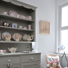Painted dresser - Farrow and Ball's French Grey paint color? Pine Dresser, Welsh Dresser, Grey Furniture, Painted Furniture, Painted Hutch, Painted Dressers, Reclaimed Wood Dresser, Farrow And Ball Paint, Farrow Ball