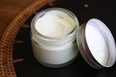 Reduce the feet of goose with this natural cream Beauty Tips For Women, Make Beauty, Beauty Tips For Skin, Health And Beauty, Eye Treatment, Body Treatments, Aloe Vera Care, Soap Shop, Natural Cosmetics