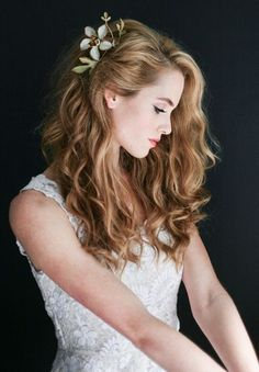 Floral Wedding Hair Accessories pretty floral clip with long, loose waves Older Women Hairstyles, Down Hairstyles, Trendy Hairstyles, Braided Hairstyles, Prom Hairstyles, Asymmetrical Hairstyles, Romantic Hairstyles, Feathered Hairstyles, Everyday Hairstyles