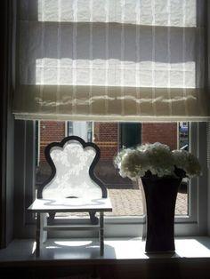 Vensterbank decoratie raamscherm met kant brocante for Decoratie vensterbank slaapkamer