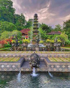 Tirta Gangga Bali Indonesia  Photo @sheikh_v_dele    #waterpalace #tirtagangga #bali #indonesia #tirtaganggabali #tirtaganggawaterpalace #amazingworldtours #amazingworld #exploretheworld #exloretheglobe #globetroter #travel #traveladdict #traveltheworld Bali, River, Mansions, House Styles, World, Amazing, Outdoor, Decor, Mansion Houses