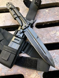 The Best Knives All Around The World — SILENTE multitool knife by Extrema Ratio in stock. Survival Weapons, Tactical Survival, Tactical Knives, Tactical Gear, Survival Gear, Ninja Weapons, Weapons Guns, Guns And Ammo, Swords And Daggers