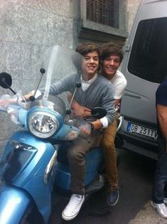 The 111 Cutest Louis And Harry Moments Larry Stylinson, One Direction Memes, One Direction Pictures, Ed Sheeran, Foto Twitter, X Factor, Larry Shippers, Harry 1d, Louis Tomilson